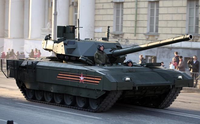 """Anh chuẩn bị tung """"Đêm đen"""" đối đầu siêu tăng Armata Nga"""