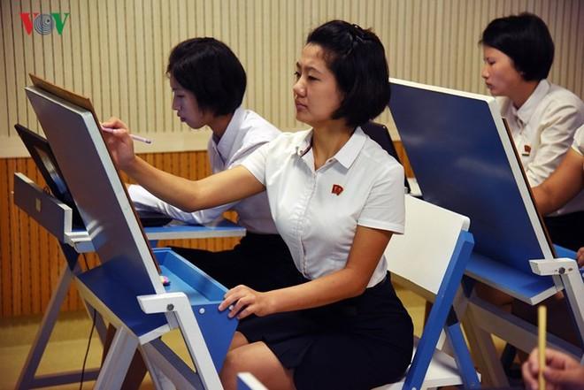 Cận cảnh quy trình rèn giũa các cô giáo tương lai của Triều Tiên - Ảnh 11.