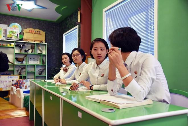 Cận cảnh quy trình rèn giũa các cô giáo tương lai của Triều Tiên - Ảnh 13.