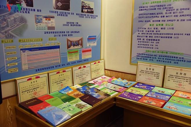 Cận cảnh quy trình rèn giũa các cô giáo tương lai của Triều Tiên - Ảnh 4.
