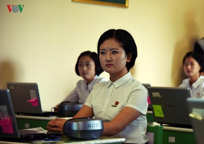 Cận cảnh quy trình rèn giũa các cô giáo tương lai của Triều Tiên - Ảnh 7.