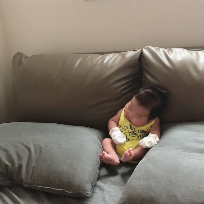 Slogan từ 1001 kiểu ngủ say của cậu nhóc Hàn Quốc: Chủ nhật chỉ cần ngủ đủ chứ chả cần ai! - Ảnh 7.