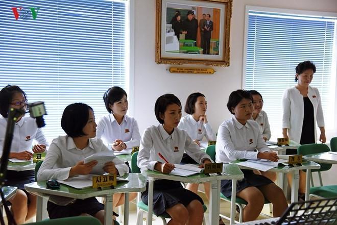 Cận cảnh quy trình rèn giũa các cô giáo tương lai của Triều Tiên - Ảnh 8.