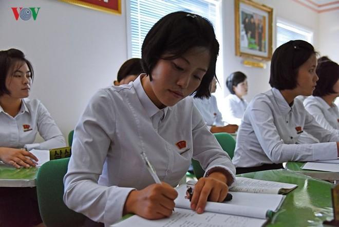 Cận cảnh quy trình rèn giũa các cô giáo tương lai của Triều Tiên - Ảnh 9.