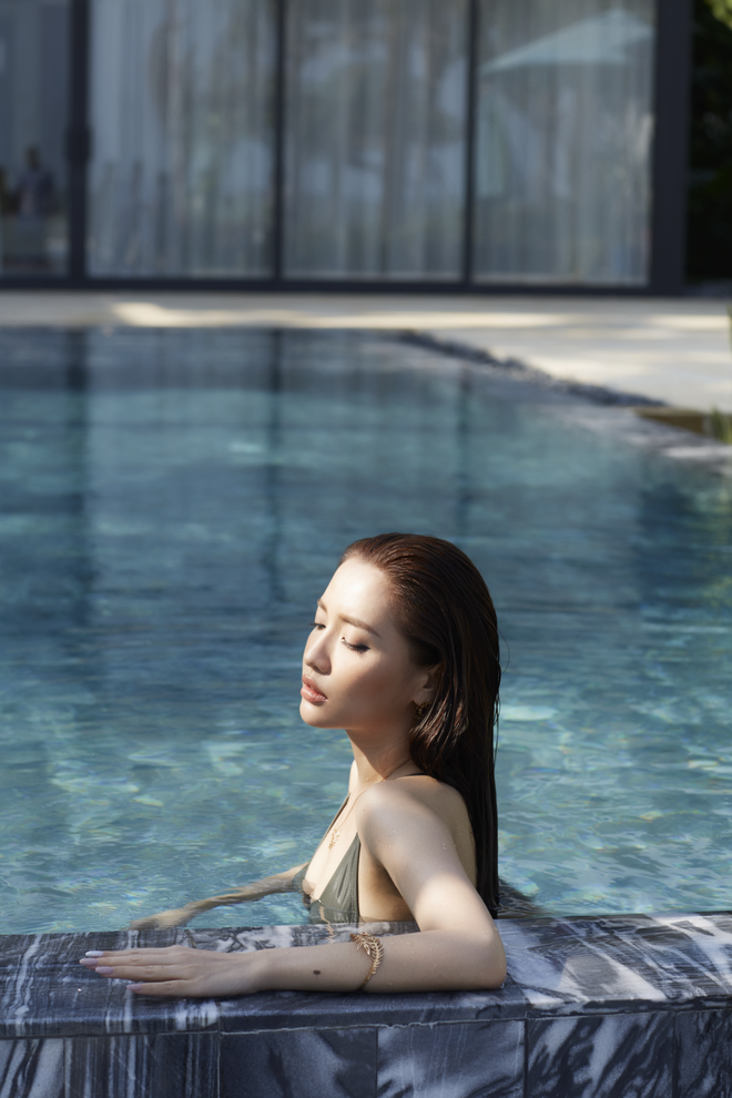 Bích Phương mạnh dạn tung hình ảnh bikini gợi cảm nhất trong sự nghiệp - Ảnh 8.