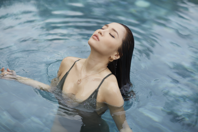 Bích Phương mạnh dạn tung hình ảnh bikini gợi cảm nhất trong sự nghiệp - Ảnh 7.