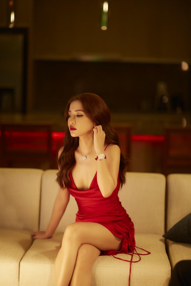 Bích Phương mạnh dạn tung hình ảnh bikini gợi cảm nhất trong sự nghiệp - Ảnh 2.