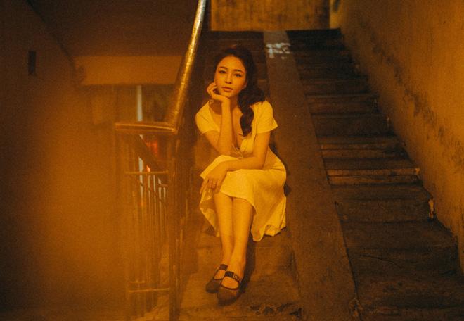Hot girl Trâm Anh tiếp tục chụp ảnh sexy, hé lộ tin nhắn mời đi khách - Ảnh 2.