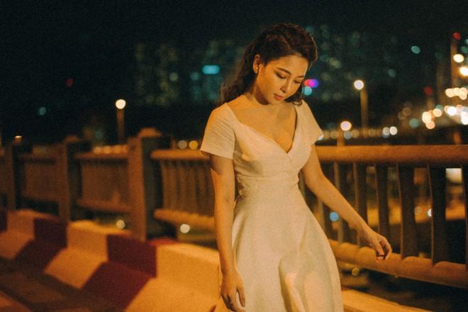 Hot girl Trâm Anh tiếp tục chụp ảnh sexy, hé lộ tin nhắn mời đi khách - Ảnh 3.