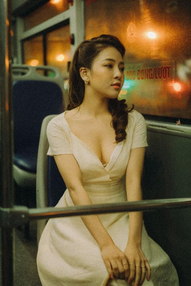 Hot girl Trâm Anh tiếp tục chụp ảnh sexy, hé lộ tin nhắn mời đi khách - Ảnh 8.