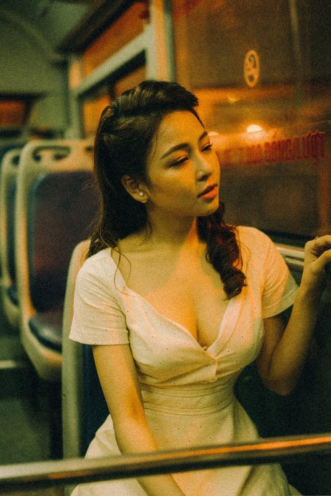 Hot girl Trâm Anh tiếp tục chụp ảnh sexy, hé lộ tin nhắn mời đi khách - Ảnh 10.