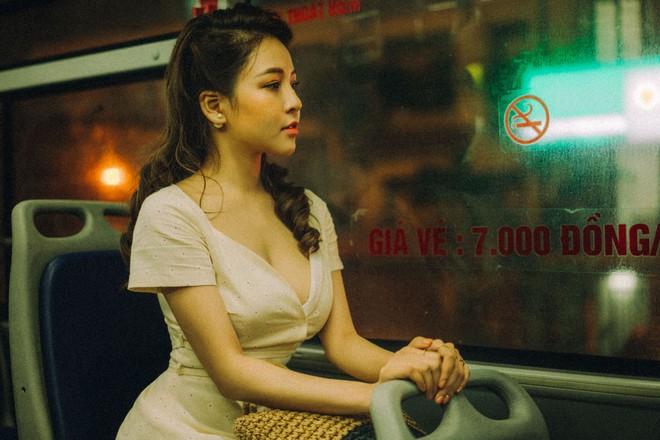 Hot girl Trâm Anh tiếp tục chụp ảnh sexy, hé lộ tin nhắn mời đi khách - Ảnh 11.