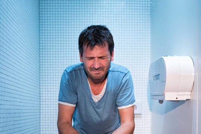 4 thói quen nhỏ có tác dụng lớn khi đi vệ sinh: Ai làm được có thể tránh nhiều bệnh tật - Ảnh 3.