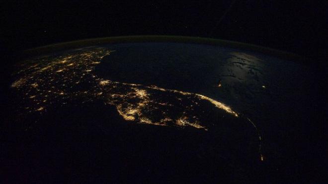 Trái đất đẹp không thể tin nổi dưới góc nhìn của phi hành gia trong gần một năm ngoài vũ trụ - Ảnh 12.