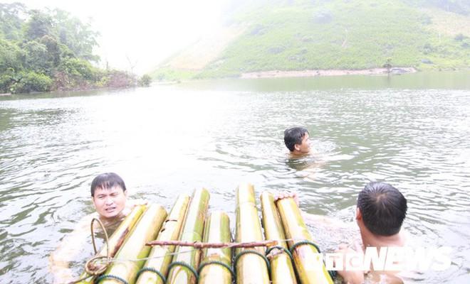 Thung lũng khô cằn đột ngột thành hồ nước và đàn 'cá ma' trong núi chui ra - Ảnh 10.