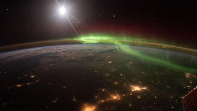 Trái đất đẹp không thể tin nổi dưới góc nhìn của phi hành gia trong gần một năm ngoài vũ trụ - Ảnh 13.