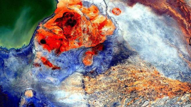 Trái đất đẹp không thể tin nổi dưới góc nhìn của phi hành gia trong gần một năm ngoài vũ trụ - Ảnh 2.