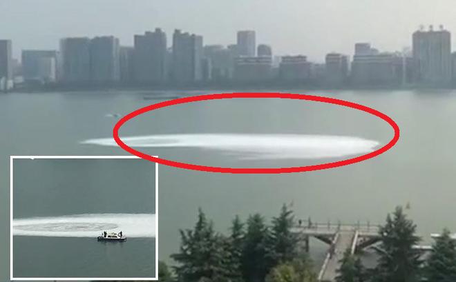 Clip: Bọt xoáy khổng lồ bất ngờ xuất hiện, điều gì đang xảy ra với sông Tiền Đường?