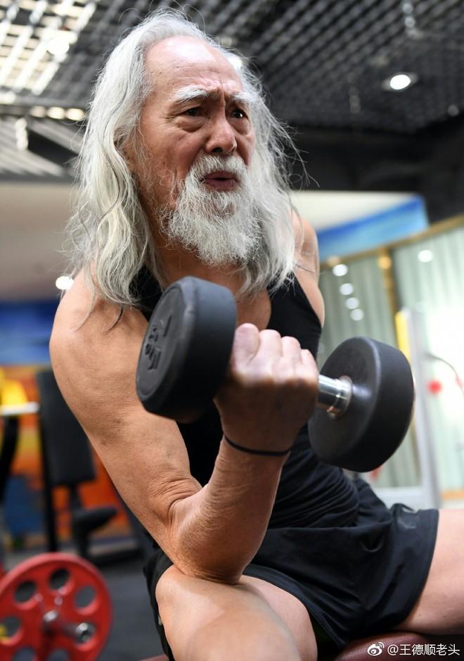 Cuộc đời hạnh phúc bao người thèm khát của cụ ông nóng bỏng nhất TQ ở tuổi 80 - Ảnh 9.
