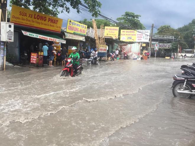 Khu nhà giàu ở Sài Gòn ngập sau mưa lớn, quận 9 xuất hiện mưa đá - Ảnh 12.