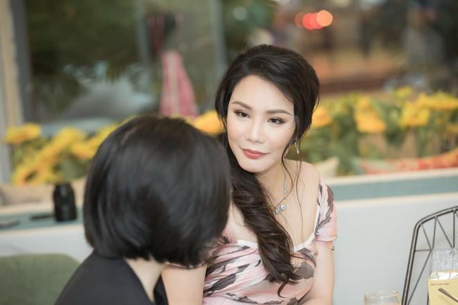 Hồ Quỳnh Hương diện đầm gợi cảm, tiết lộ lý do mất tích khỏi showbiz - Ảnh 2.