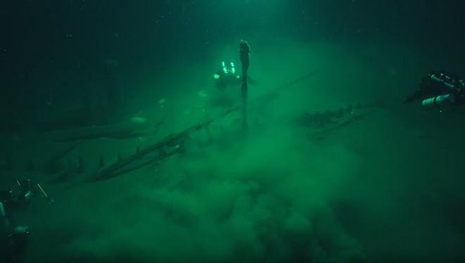 Thám hiểm vùng chết sâu 2.000m ở Biển Đen, phát hiện xác tàu cổ nhất trong lịch sử  - Ảnh 1.