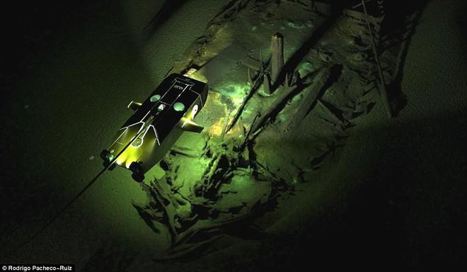 Thám hiểm vùng chết sâu 2.000m ở Biển Đen, phát hiện xác tàu cổ nhất trong lịch sử  - Ảnh 6.