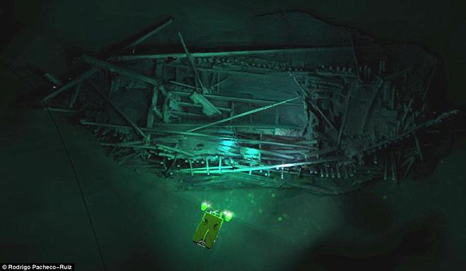 Thám hiểm vùng chết sâu 2.000m ở Biển Đen, phát hiện xác tàu cổ nhất trong lịch sử  - Ảnh 7.