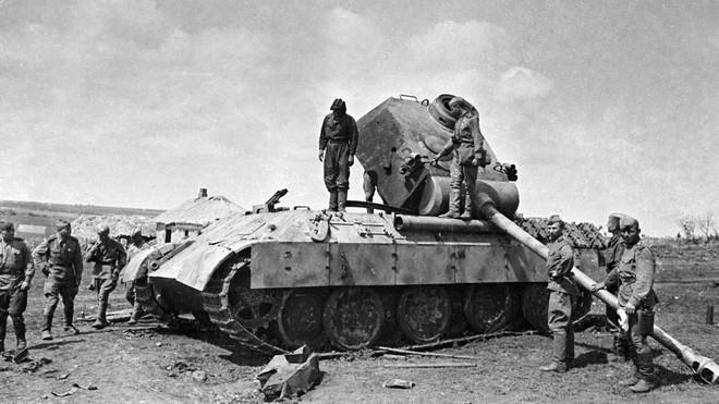 Không kích Berlin thành công, binh sĩ Liên Xô được thưởng khoản tiền đủ mua 100 kg thịt - Ảnh 3.