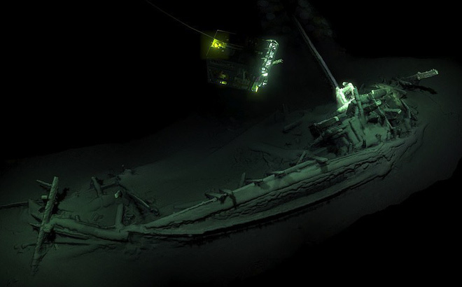 """Thám hiểm """"vùng chết"""" sâu 2.000m ở Biển Đen, phát hiện xác tàu cổ nhất trong lịch sử"""