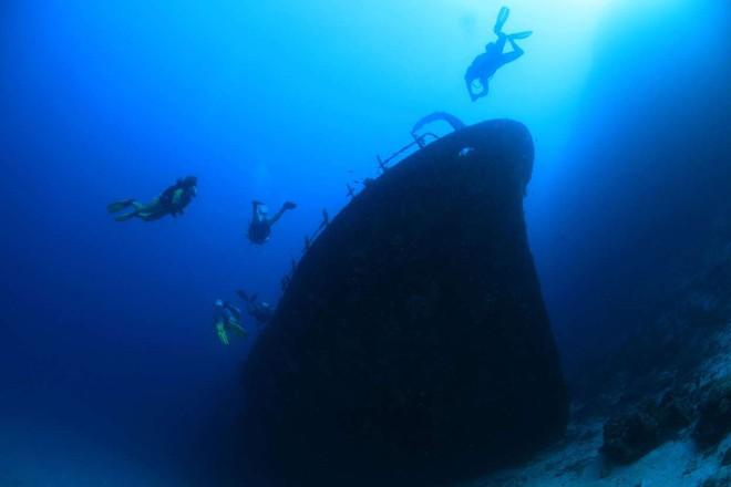 Những thứ kì lạ đến không tưởng mà người ta tìm thấy dưới đáy đại dương - Ảnh 2.