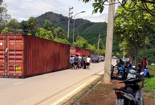 Dàn siêu xe bị bỏ rơi bên đường ở Bắc Kạn: Tin mới nhất từ phó chủ tịch huyện - Ảnh 1.