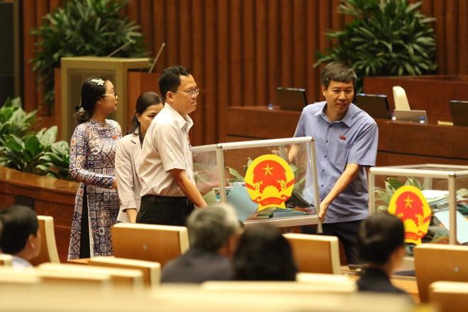 Quốc hội bỏ phiếu kín lấy phiếu tín nhiệm với 48 chức danh - Ảnh 3.