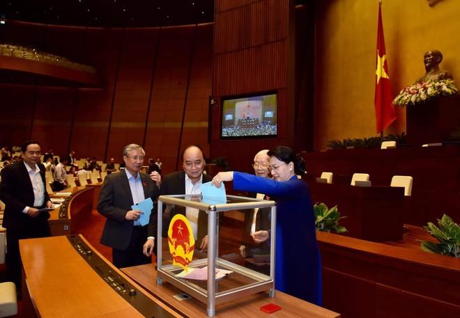 Quốc hội bỏ phiếu kín lấy phiếu tín nhiệm với 48 chức danh - Ảnh 1.