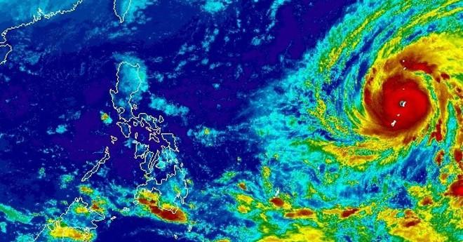 Mỹ hứng siêu bão mạnh nhất hành tinh năm 2018: Mắt bão nuốt trọn hòn đảo rộng 100km2 - Ảnh 1.