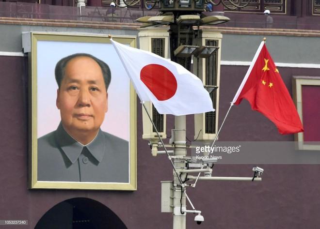 Thủ tướng Abe thăm TQ: Hành động hiếm hoi dành cho Nhật Bản ở quảng trường Thiên An Môn  - Ảnh 1.