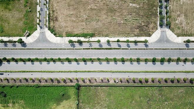 Mãn nhãn với con đường có 10 làn chuẩn bị thông xe ở Hà Nội - Ảnh 3.