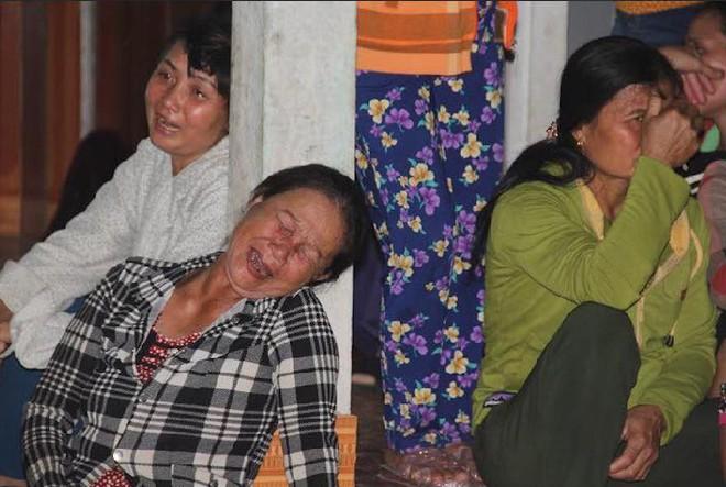 Người thân đổ về xóm nghèo 4 người bị điện giật tử vong: Anh không về nữa, em sống thế nào đây! - Ảnh 5.