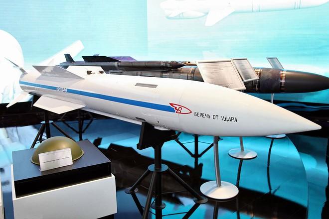 Cuộc tấn công ồ ạt vào Nga tạm hoãn: Moscow tung tên lửa vô hiệu hóa cả bầy máy bay NATO - Ảnh 1.