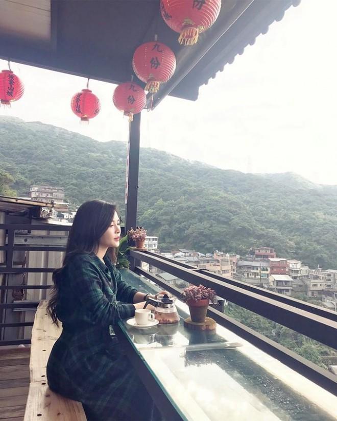 4 năm từ ngày đập đi xây lại, hot girl thẩm mỹ Vũ Thanh Quỳnh ngày càng quyến rũ, vi vu du lịch khắp nơi - Ảnh 12.