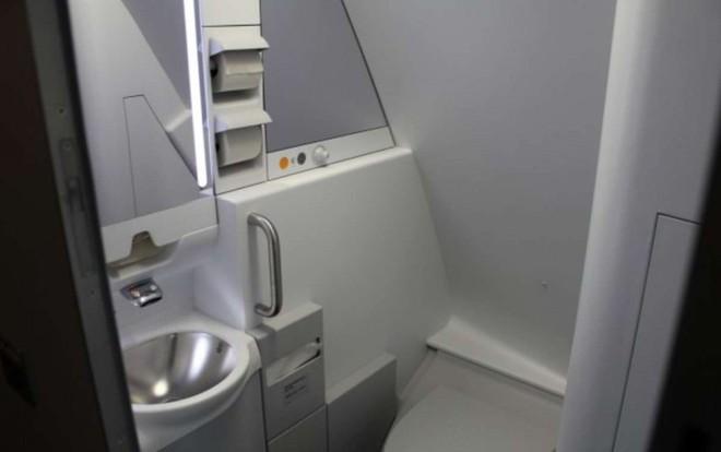 Hoá ra trên máy bay còn có những phòng ngủ bí mật cho phi hành đoàn mà không phải ai cũng biết - Ảnh 13.