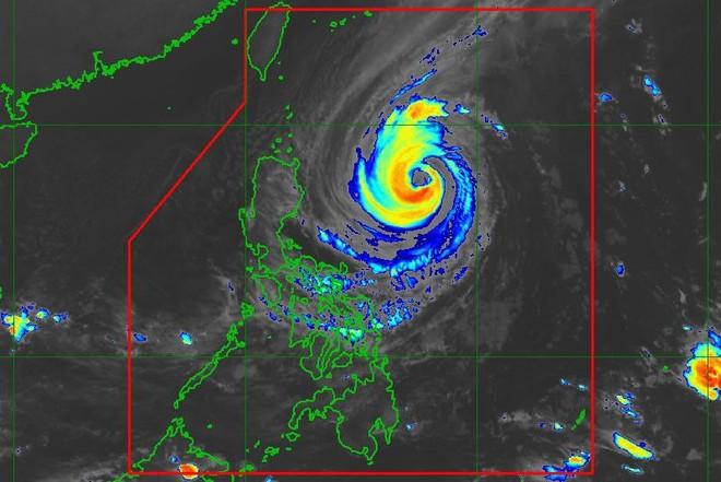 Siêu bão mạnh nhất 2018 sắp đổ bộ Philippines, đường kính lên đến 600km - dự báo mới nhất - Ảnh 4.