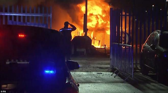 Vụ trực thăng ở Leicester: Có nhiều âm thanh bất thường, cánh quạt sau ngừng hoạt động - Ảnh 3.