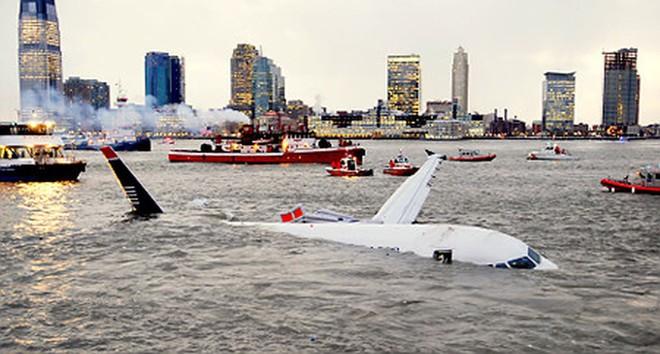 Chuyên gia hàng không chia sẻ về sự chuẩn bị cho tình huống phải hạ cánh khẩn cấp xuống nước - Ảnh 2.