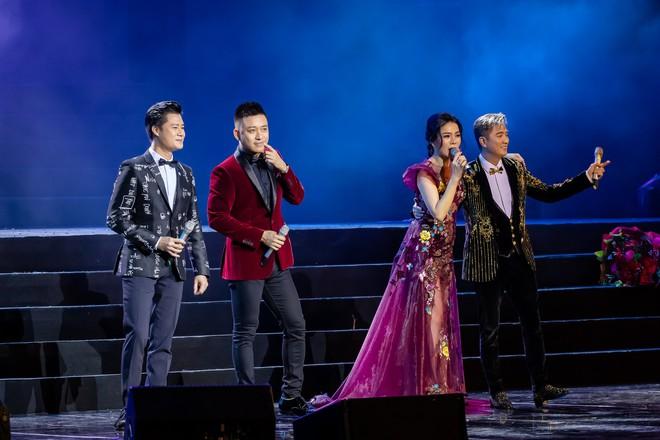 Đàm Vĩnh Hưng gọi Tuấn Hưng là chàng trai hot nhất tháng 10 trong show Lệ Quyên - Ảnh 2.