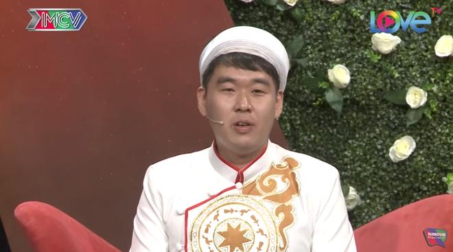 Chàng trai Hàn Quốc toát mồ hôi khi bị MC hỏi vặn: Con gái Việt Nam chửi thề như nào? - Ảnh 1.