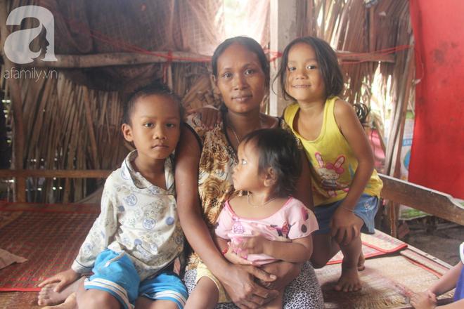 Bị chỉ trích vì nhà nghèo lại đẻ quá nhiều con, mẹ bầu 8 tháng có hoàn cảnh khó khăn cho biết sẽ triệt sản sau khi sinh - Ảnh 1.