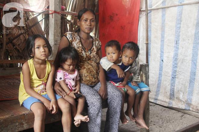 Hai lần đẻ rớt tại nhà, 4 đứa trẻ đói ăn bên người mẹ bầu 8 tháng không thể mượn được 500 ngàn để đi bệnh viện - Ảnh 18.