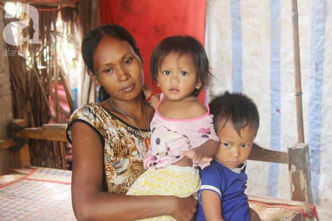 Hai lần đẻ rớt tại nhà, 4 đứa trẻ đói ăn bên người mẹ bầu 8 tháng không thể mượn được 500 ngàn để đi bệnh viện - Ảnh 4.