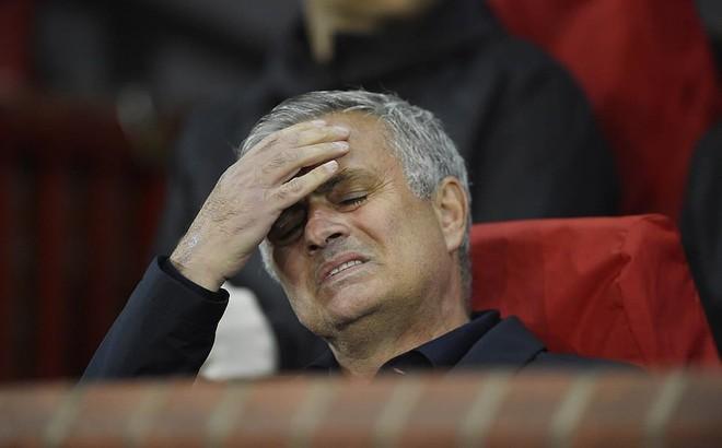 """Man United gây thất vọng lớn trước Valencia, Mourinho chỉ còn duy nhất một """"đường sống"""""""